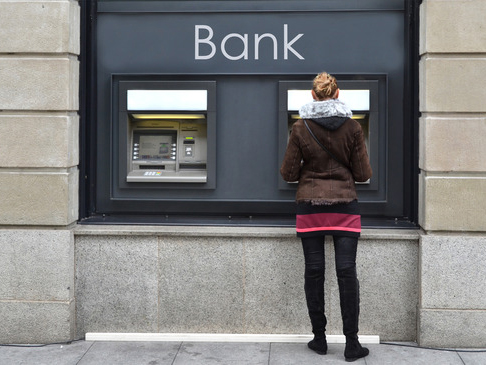 Jak zacházet s platební kartou vzahraničí